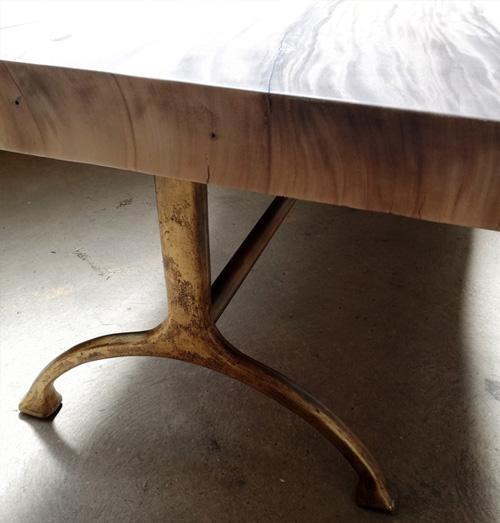 Pieds de table en fonte patinée dorée meuble sur mesure
