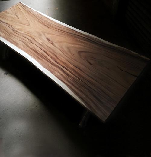 Plateau de table meuble sur mesure bois massif suar live edge