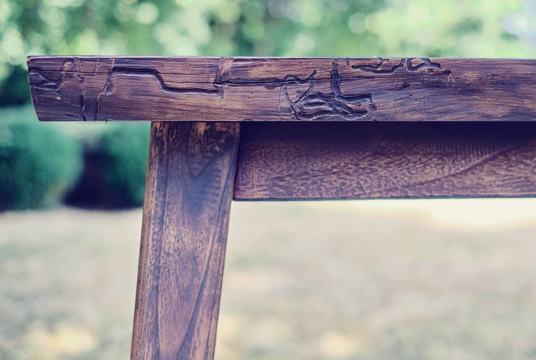 Table japandi plateau teck bois brule wabi sabi
