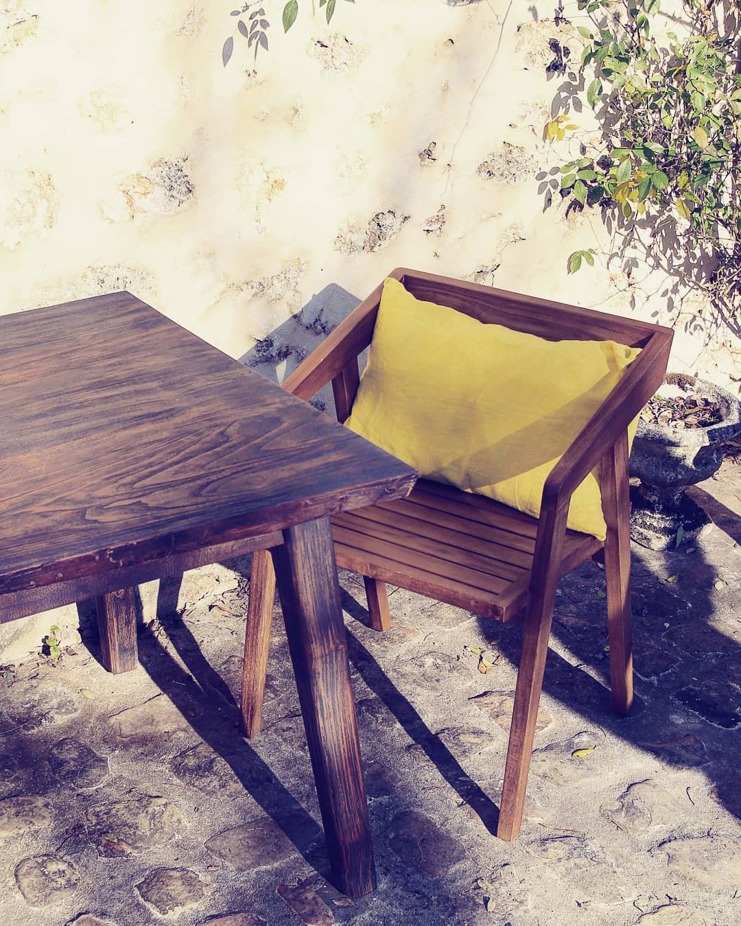 table japandi teck brule carmelite bois massif