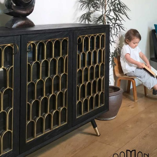 Buffet noir en bois brulé et arches dorée style art déco