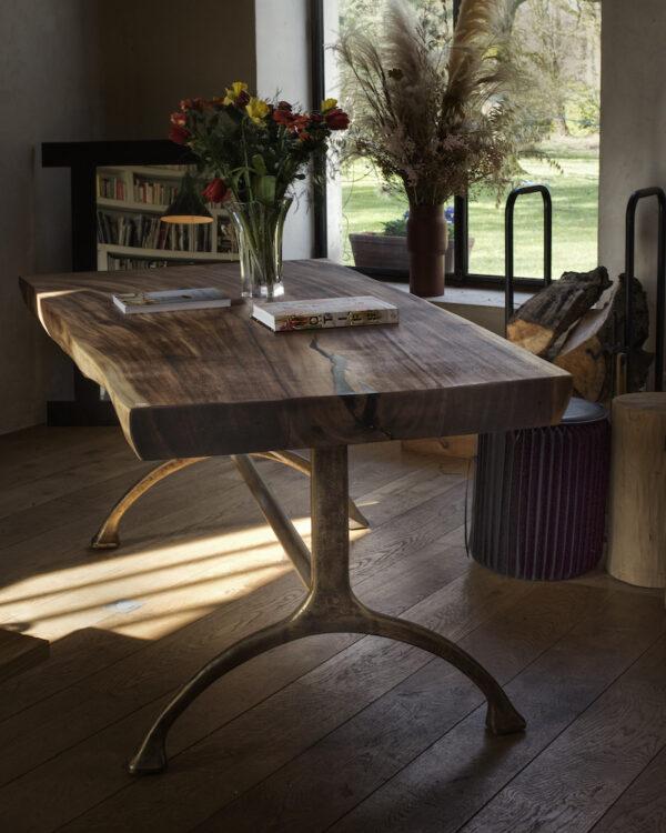 table-suar-live-edge-bords-naturels-bois-massif-slab-organique-pieds-métal