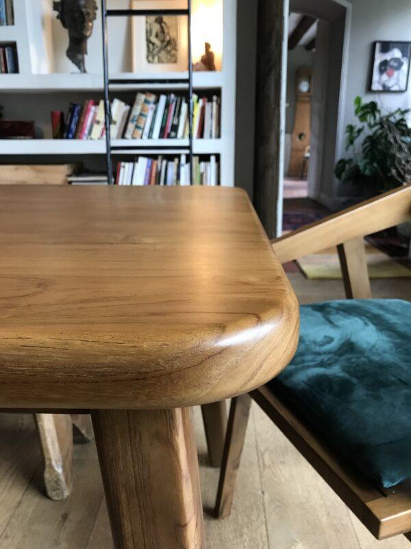 table-a-manger-table-de-repas-bord-arrondi-bois-massif-marron-caramel