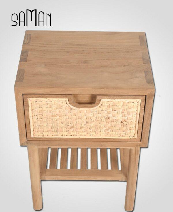Table de chevet style japandi en bois clair teck et rotin tressé