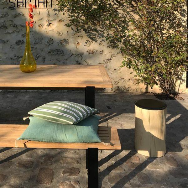 Table de jardin teck massif teinte naturelle design fer plat acier noir - 6 personnes et bancs