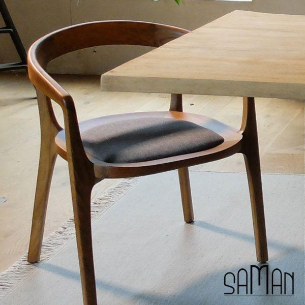 Fauteuil tapissé, bois de teck, design sur mesure maison saman