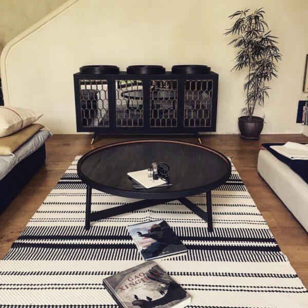 Buffet-meuble-de-rangement-bois-brulé-shou-sugi-ban-noir-doré-portes-vintage-art déco