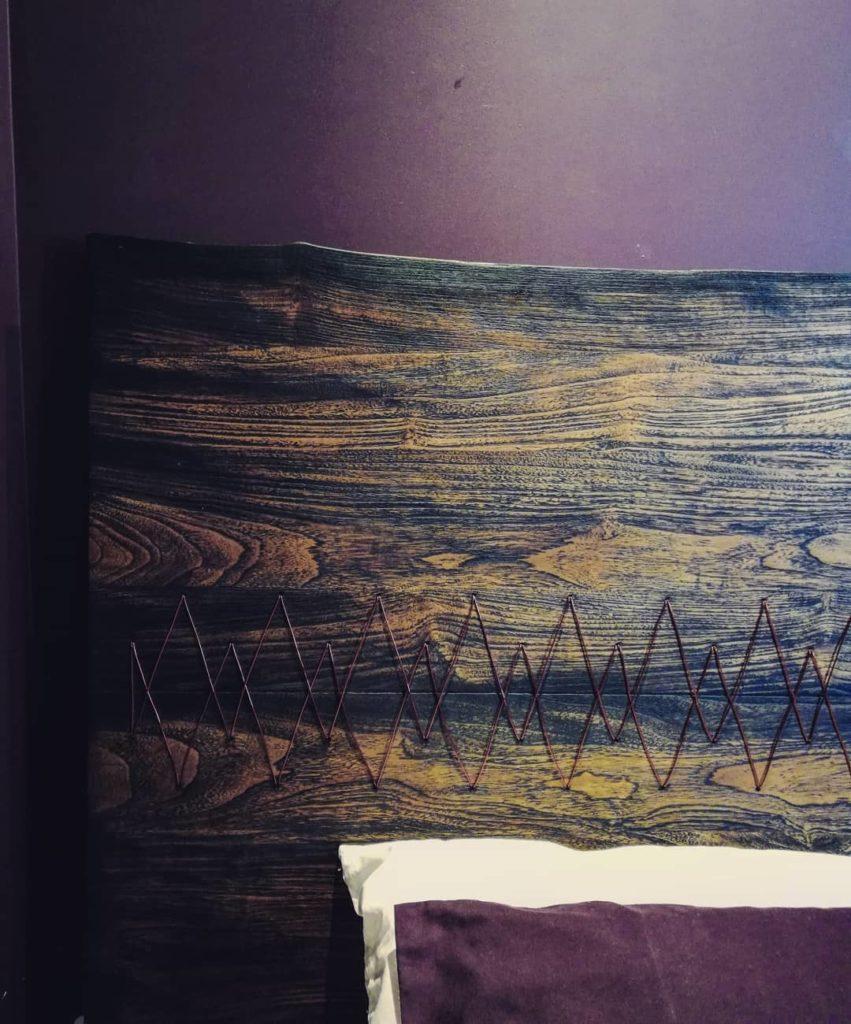 Plateau-bois-brule-décoration-tete-de-lit-shou-sugi-ban-sur-mesure