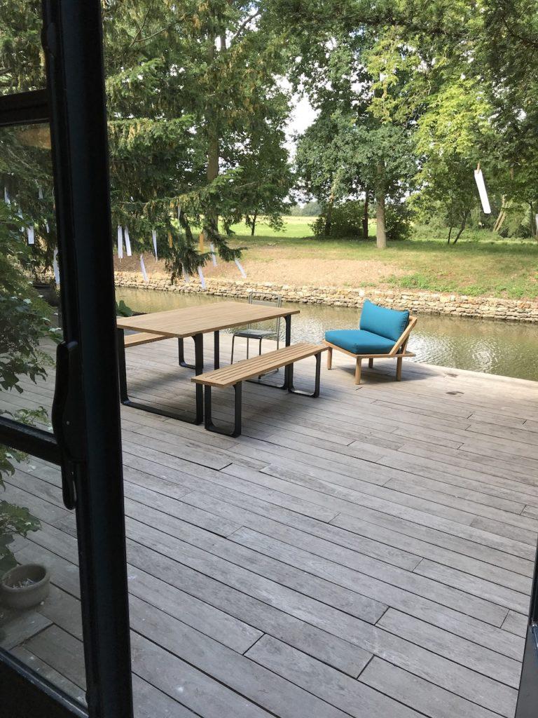 table-de-jardin-outdoor-mobilier-extérieur-teck-naturel-design-banc-bois-et-metal-fauteuil-sunbrella