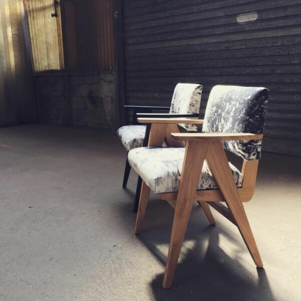 fauteuil-mizumi-pieds-compas-bois-massif-bois-brûlé-yakisugi-shou-sugi-ban-vintage